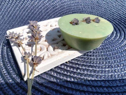 levendulával díszített szappan