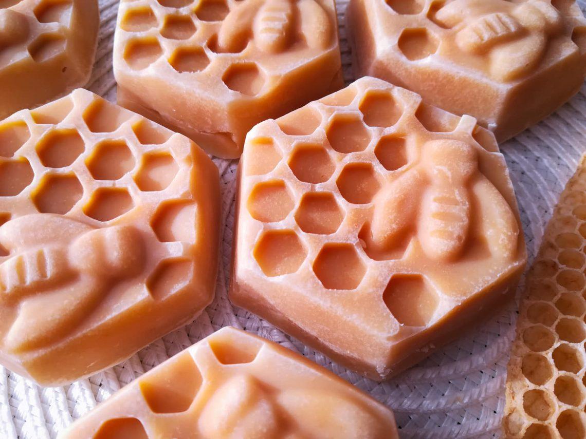 mézes kecsketejes szappan méhes